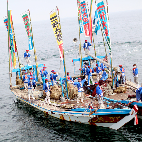 May: Tomonoura Tourism Tai Ami (Sea beam net-fishing)